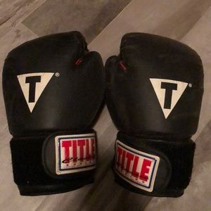 TITLE CLASSIC BOXING GLOVES